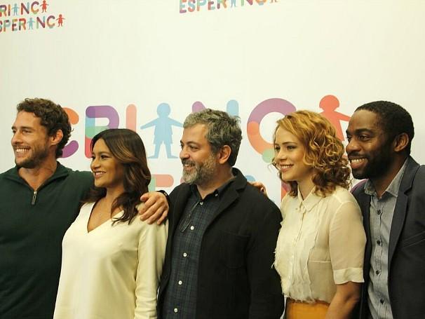 Os ativadores Leandra Leal, Lázaro Ramos, Dira Paes e Flavio Canto com o diretor do Criança Esperança Rafael Dragaud (Foto: Divulgação)