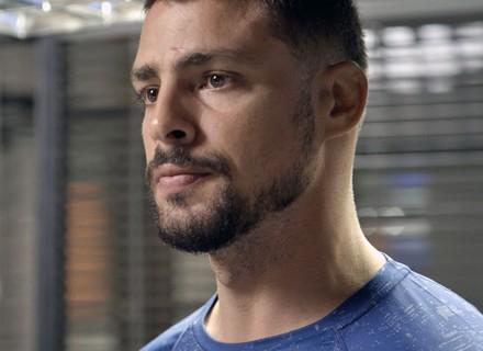 Juliano faz denúncia e 'entrega' Romero para a polícia