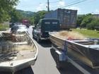 Polícia apreende 3 mil metros de redes de pesca no Rio Paraíba, no RJ