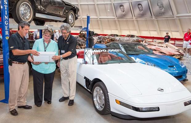 Corvette número 1 milhão foi restaurado após ser 'engolido' por cratera (Foto: Divulgação/GM)