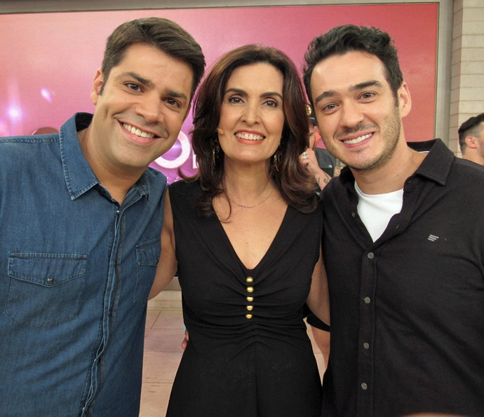Lair Rennó e Marcos Veras cumprimentam a apresentadora (Foto: Priscilla Massena/Gshow)