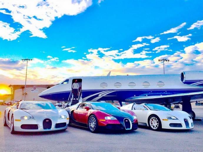Carros de Floyd Mayweather e jatinho em aeroporto (Foto: Reprodução)