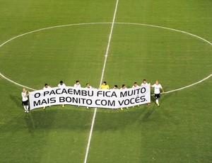 Corinthians mensagem pacaembu (Foto: Marcos Ribolli)