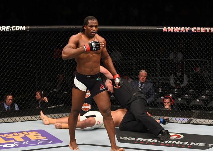 Francis Ngannou nocauteia Luiz Henrique KLB no UFC Orlando (Foto: Getty Images)