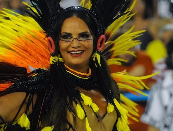 "Brunet no desfile da Imperatriz Leopoldinense: "" (Foto: Alexandre Durão/ G1)"