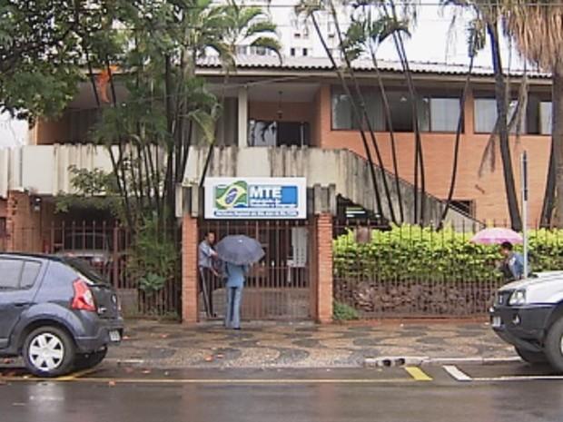 Reportagem mostrou denúncia contra a Delegacia do Trabalho de Rio Preto (Foto: Reprodução/ TV TEM)