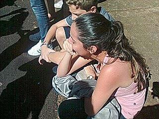 Estudante se desespera ao saber do cancelamento do vestibular (Foto: Vinícius Silva/G1)