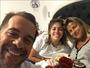 Leandro Hassum leva café na cama para a mulher e faz homenagem
