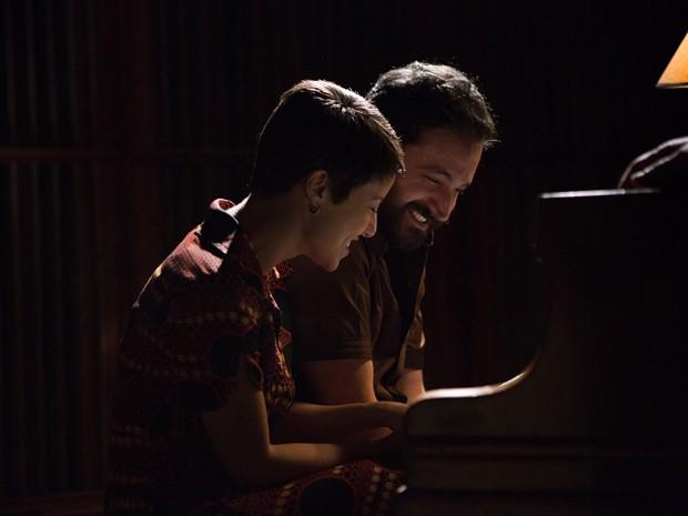 Andreia Horta e Caco Ciocler em cena do filme (Foto: Divulgação)
