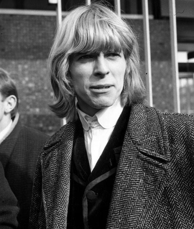 David Jones, em 1964: artista gravou sob o nome de batismo antes de adotar o nome David Bowie (Foto: Getty Images)
