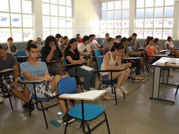 Estudantes fazem prova da Fuvest na Unicep em São Carlos (Foto: Maurício Duch)
