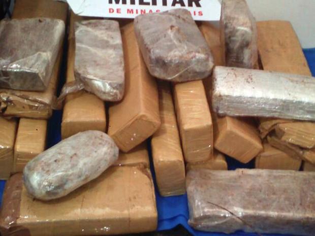 Drogas apreendidas em Juiz de Fora (Foto: Polícia Militar/Divulgação)