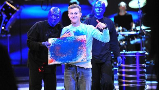 Luciano Huck com o Blue Man Group (Foto: João Miguel Júnior/Rede Globo)