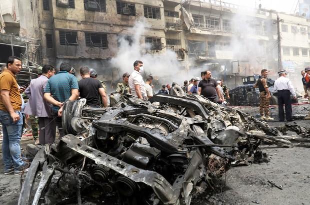 Suicida ao volante de um carro-bomba detonou os explosivos no bairro de Nova Bagdá, no sudeste da capital. (Foto: Khalid al Mousily/Reuters)