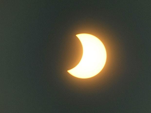 Eclipse solar parcial visto da Índia (Foto: PAL PILLAI / AFP)