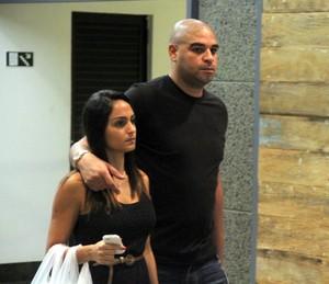 Adriano e namorada (Foto: Marcus Pavão/Ag. News)
