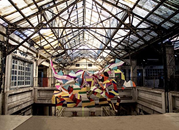Obra de Marcelo Jácome na Fábrica Bhering, um celeiro de artistas na zona portuária da cidade (Foto: Demian Jacob)