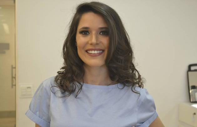 Manuela é atriz de teatro, principalmente infantil, e está em cartaz com o espetáculo 'O aniversário da infanta' (Foto: Reprodução)