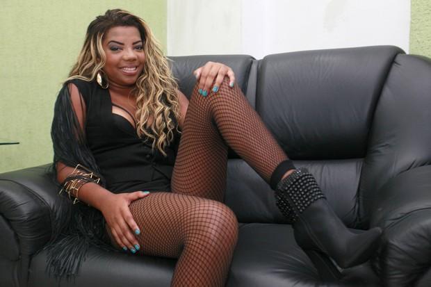 Mc Ludmilla em bastidores de show na Zona Oeste do Rio (Foto: Isac Luz/ EGO)