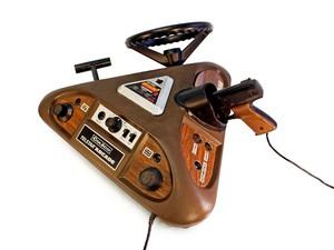 Lançado em 1977, o Coleco Telstar Arcade tinha formato triangular; em cada uma de suas três faces, o console possuía uma modalidade de game diferente. (Foto: Divulgação/Arquivo Pessoal/Cleidson Lima)