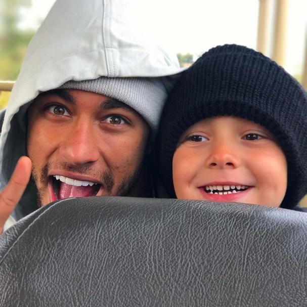 Irmã de Neymar postou foto do craque com o filho (Foto: Instagram/Reprodução)