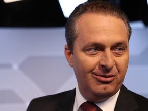Eduardo Campos conversa com jornalistas no estúdio do G1 na segunda-feira (11) (Foto: Caio Kenji/G1)