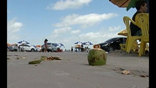 Banhistas reclamam de lixo espalhado pelas praias de Salinópolis, no PA