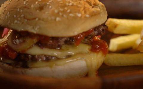 Hambúrguer do chef: mix de patinho e gordura
