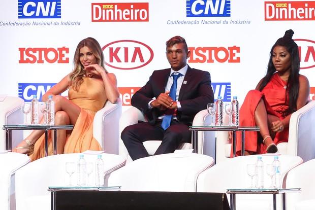 Grazi Massafera, Isaquias Queiroz e Ludmilla em prêmio em São Paulo (Foto: Manuela Scarpa/ Brazil News)