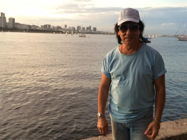 Carlos Evanney é cover de Roberto Carlos há 14 anos (Foto: Marcelo Elizardo/ G1)