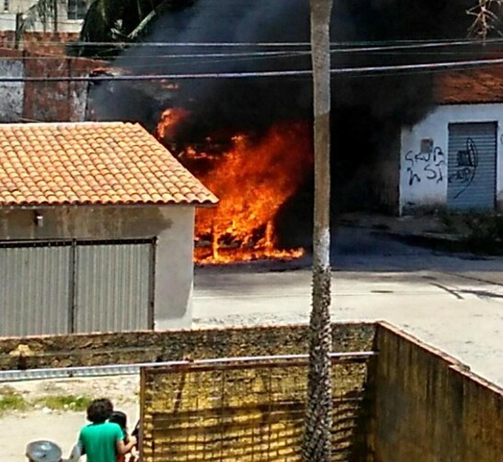 Ônibus são incendiados em Fortaleza (Foto: Arquivo pessoal)