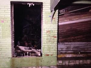 Danos causados a lojas de Guaíba em função do incêndio (Foto: Josmar Leite/RBS TV)
