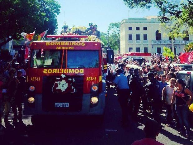 Cortejo segue pelas ruas de Aracaju  (Foto: Ascom/Secom)