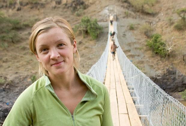 Avery Bang na ponte sobre o Rio Nilo Azul, na Etiópia, em 2009 (Foto: Bridges to Prosperity)