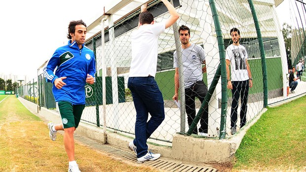 Valdivia Treino Palmeiras (Foto: Marcos Ribolli)
