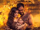 Minotouro faz ensaio fotográfico com o filho-recém nascido e a mulher