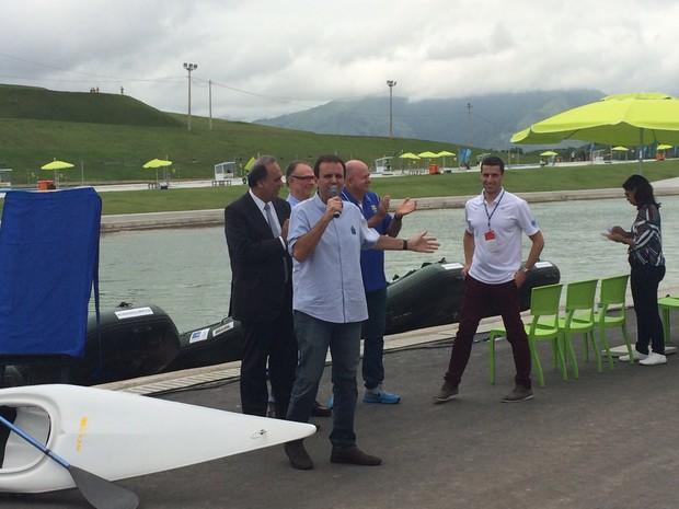 Prefeito Eduardo Paes entrega obra de canoagem no Complexo Esportivo de Deodoro (Foto: Marcelo Elizardo/G1)