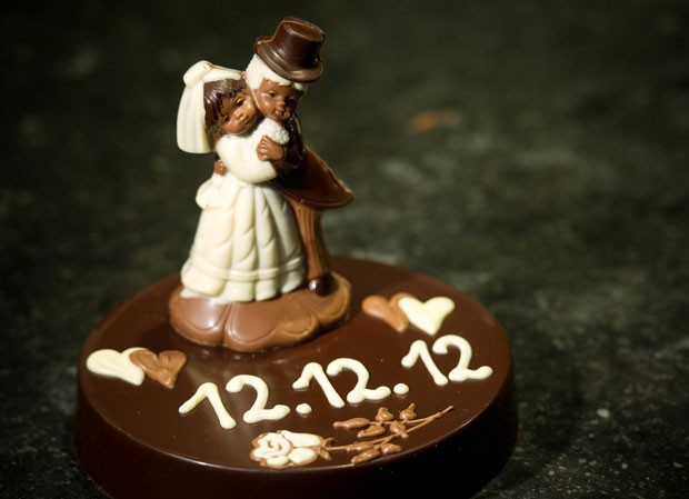Bolo de casamento com data de 12/12/12. (Foto: Patrick Pleul/AFP)