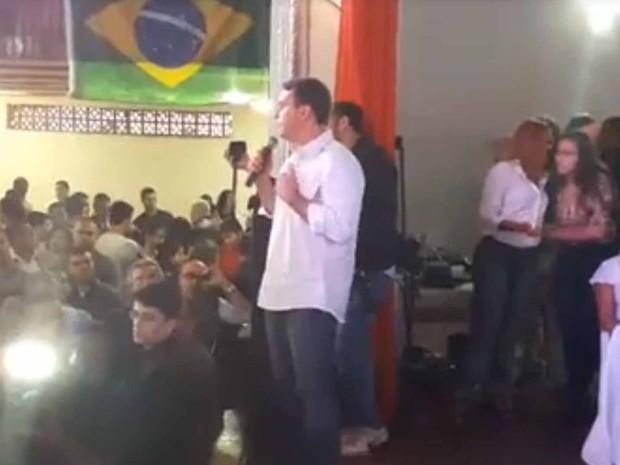 Flávio Bolsonaro discursa em Bangu, durante a convenção do PSC que lançou sua candidatura à Prefeitura do Rio (Foto: Reprodução/Facebook)