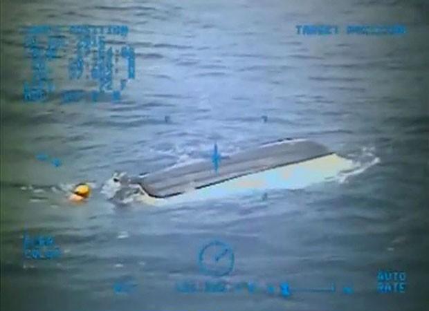 Barco dos adolescentes foi encontrado no mar no dia 26 de julho (Foto: U.S. Coast Guard/Reuters)