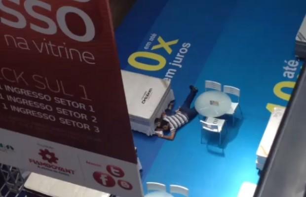1191aee58c8 G1 - Tiroteio durante assalto causa pânico no maior shopping de ...