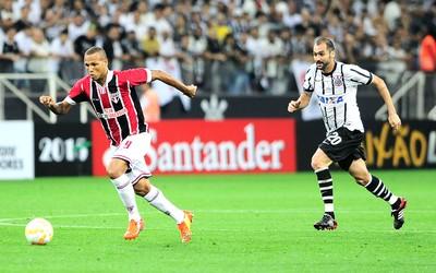Luis Fabiano Corinthians X São Paulo (Foto: Marcos Ribolli)