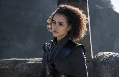Missandei seria a traidora de Daenerys e teria vazado informações. Euron Greyjoy atacou de surpresa a frota dos sobrinhos. E o Verme Cinzento não encontrou o exército de Jamie no Rochedo Casterly. O Lannister resolveu partir para o Jardim de Cima HBO