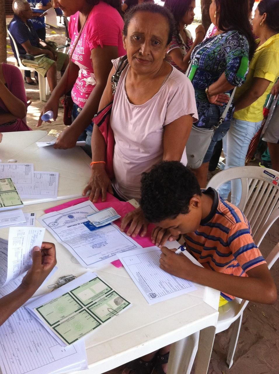 Dona de casa agradece por atendimentos realizados no PI TV nos bairros (Foto: Aline Loureiro/ TV Clube)