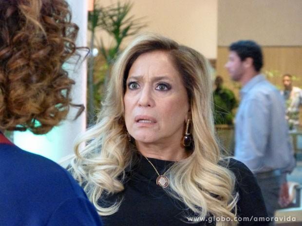 Pilar se espanta ao ver - ou rever - Márcia (Foto: Amor à Vida/ TV Globo)