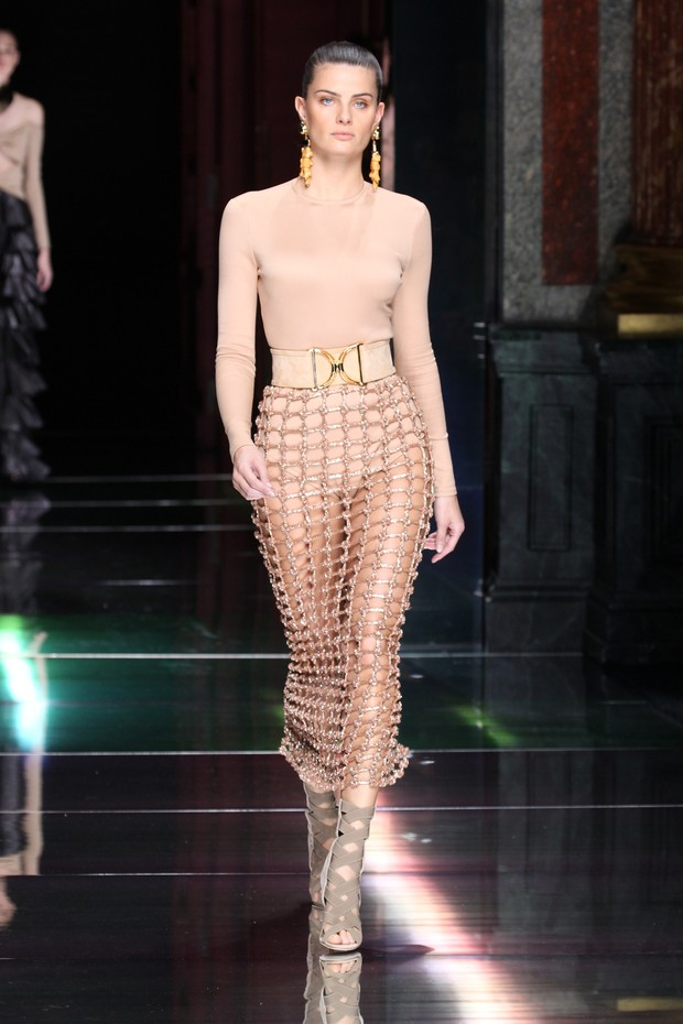 Isabelli Fontana no desfile da Balmain, em Paris (Foto: Getty Images)