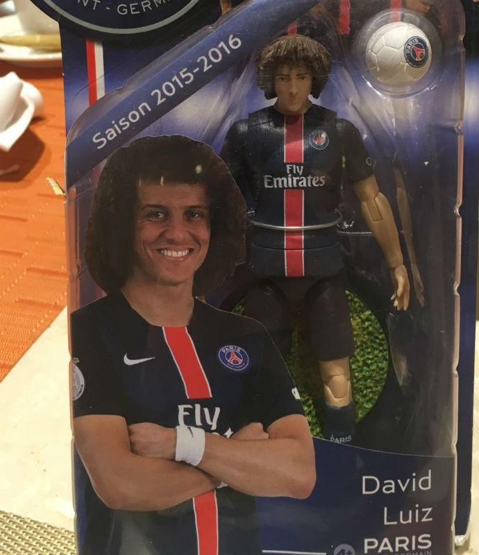Boneco do David Luiz - loja do PSG no Catar