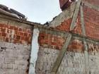 Parte de imóvel desaba no norte da BA, atinge casa e fere três crianças