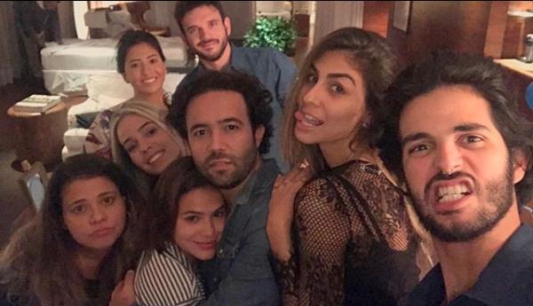 Bruna Marquezine com os amigos em sua primeira comemoração de aniversário (Foto: Reprodução/Instagram)