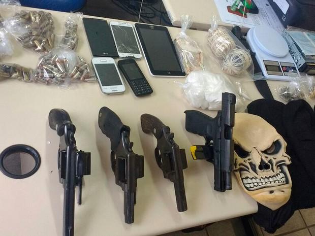 Armas apreendidas em Valéria. Bahia (Foto: Polícia Civil/ Divulgação)